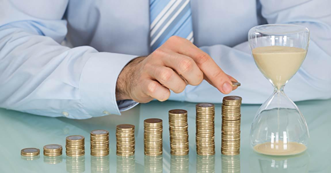 Sparer legt Geld an