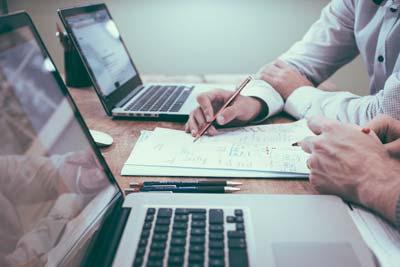 Immobilien Kapitalanlage Berater mit Kunden